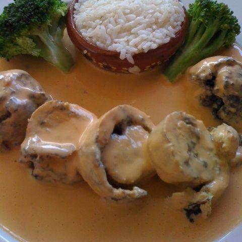 Receta de pollo relleno de huitlacoche y queso Oaxaca